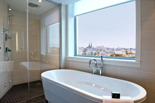 A bathroom at Sofitel Luxembourg Le Grand Ducal
