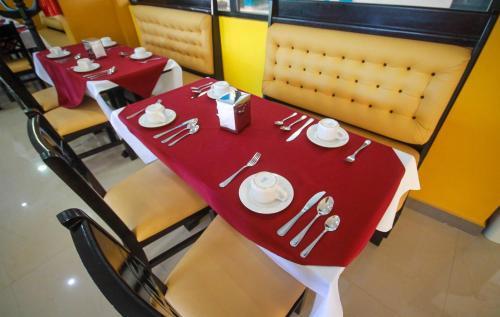 Un restaurante o sitio para comer en Hotel Castillo Del Rey