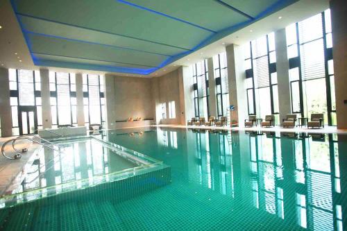 The swimming pool at or near Zhongjian Yanqi Lake View Hotel