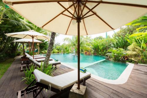 Het zwembad bij of vlak bij Alamdini Resort Ubud