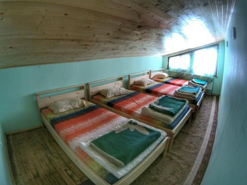 """Двуетажно легло или двуетажни легла в стая в хижа """"Скакавица"""""""
