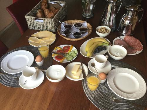 Breakfast options available to guests at B&B Bosrand