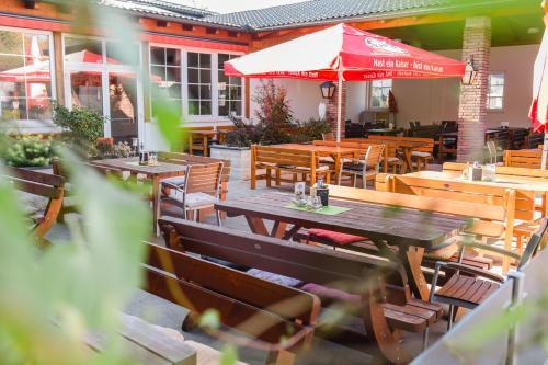 Ein Restaurant oder anderes Speiselokal in der Unterkunft Gasthof Strauß