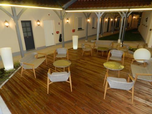 Salon ou bar de l'établissement Hôtel - Spa - Restaurant LA VENISE VERTE