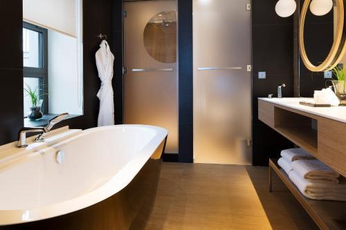 A bathroom at Le Cinq Codet