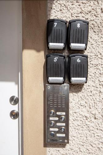 7 Varis Apartments