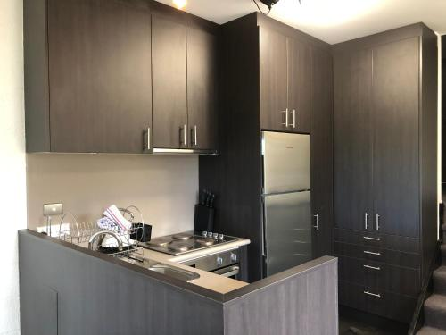 A kitchen or kitchenette at Beechwood 6