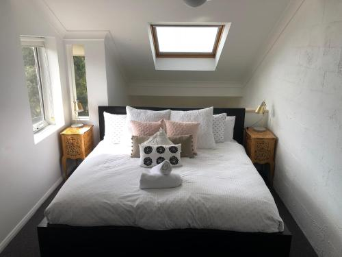 A bed or beds in a room at Beechwood 6