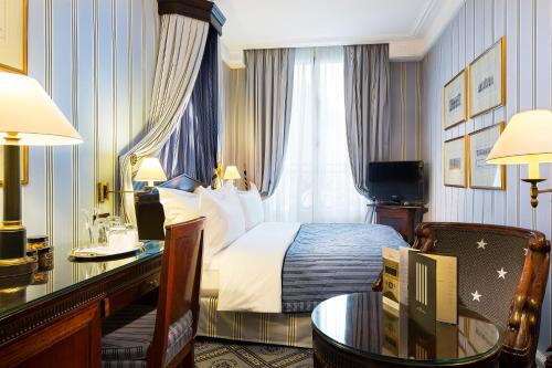 A bed or beds in a room at Le Dokhan's a Tribute Portfolio Hotel