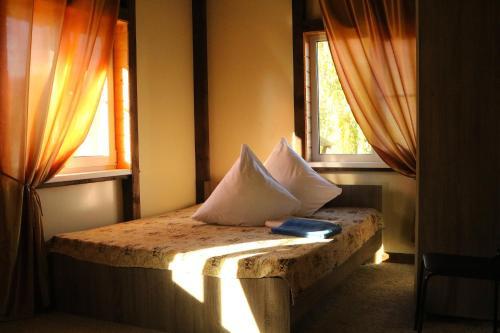 Кровать или кровати в номере Парк-отель Перемиловы горы