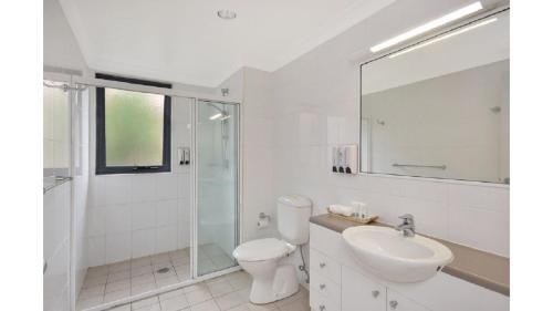 A bathroom at Studio 94