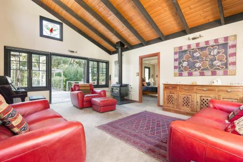 A seating area at Luxury Private Suite in The Dandenongs