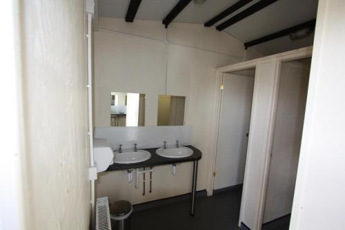 A bathroom at The White Horse Inn Bunkhouse