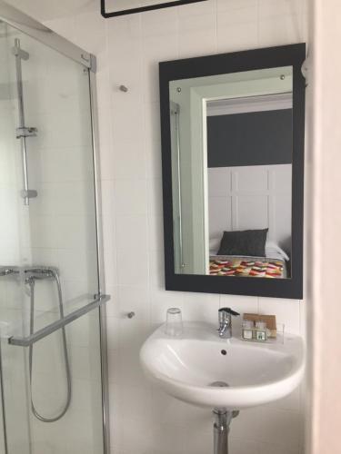 A bathroom at Pension Las Palomas