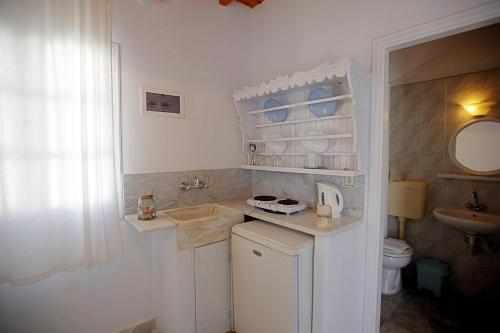 Ein Badezimmer in der Unterkunft Economy Studios by Voula