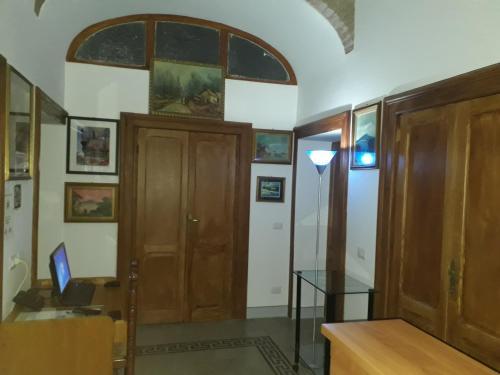 Télévision ou salle de divertissement dans l'établissement Soggiorno Emanuela