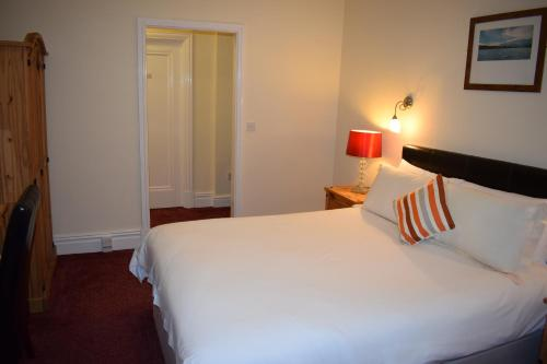 A bed or beds in a room at Coastal Park Accommodation