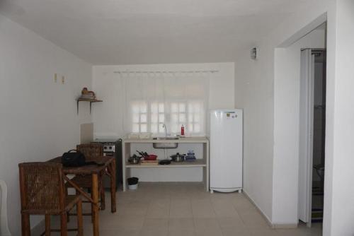 A kitchen or kitchenette at Mandala Apt 2 Maracajaú