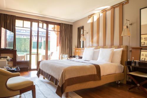 Cama o camas de una habitación en La Réserve Genève Hotel & Spa
