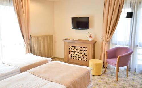 Un pat sau paturi într-o cameră la Hotel Capitolina City Chic