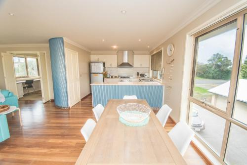 A kitchen or kitchenette at The Pitch