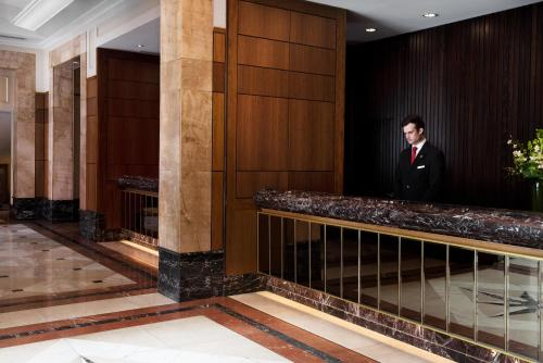 The lobby or reception area at Brisbane Marriott Hotel