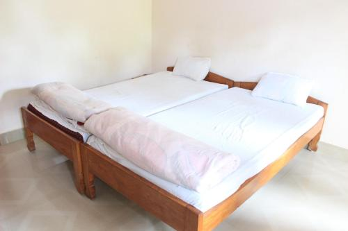 A bed or beds in a room at Pumpkin Bora Homestay
