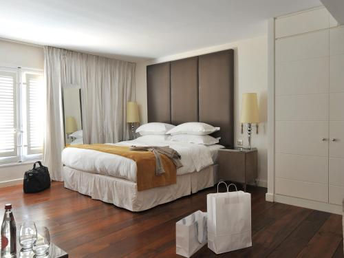 A bed or beds in a room at La Maison d'Aix