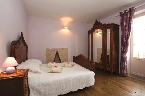 A bed or beds in a room at Maison d'Hotes Orlaya
