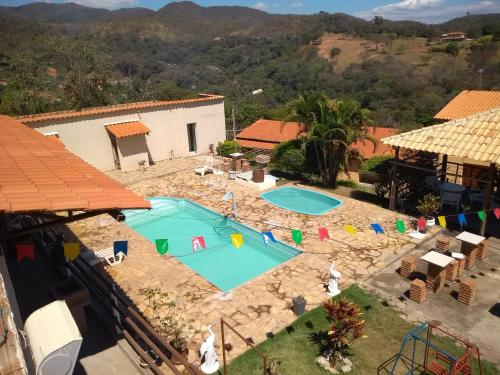 A view of the pool at Pousada Só Alegria or nearby