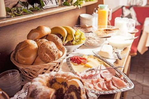 Breakfast options available to guests at Pension Miracle