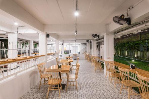En restaurant eller et andet spisested på Your Space Hotel Prasingh