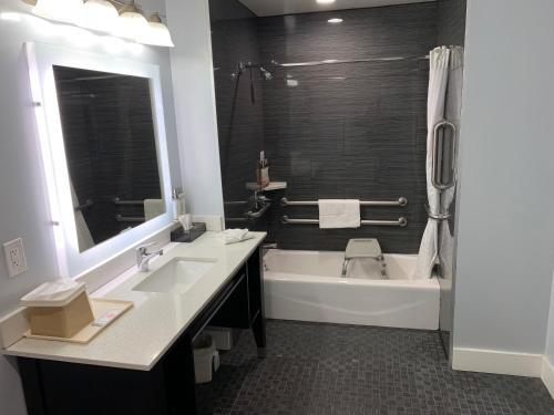A bathroom at Pacific Inn Monterey