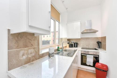 A kitchen or kitchenette at Spacious Studio Flat close to tube for 2 people!!!