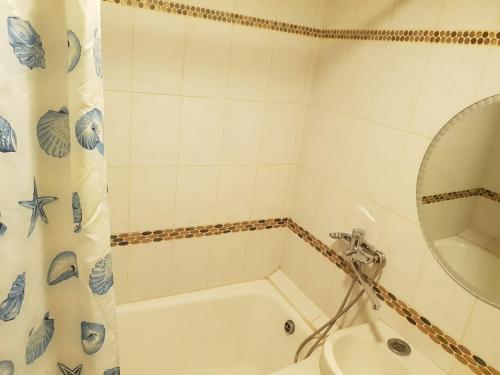A bathroom at Apartment on Marshall Pokryshkin