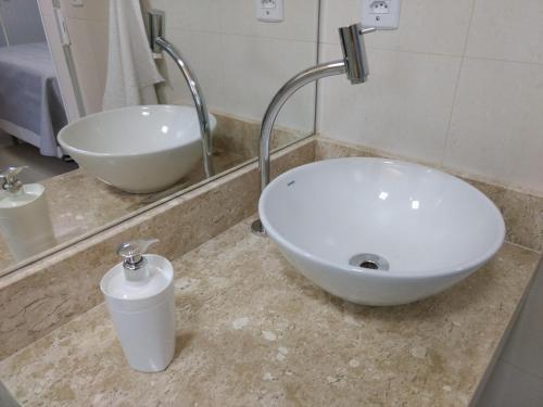 A bathroom at Verano Suítes