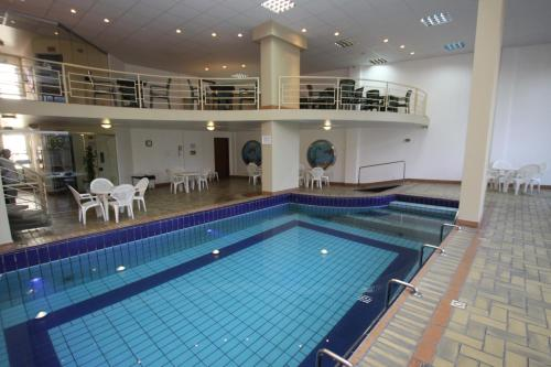 The swimming pool at or close to Hotel Blumenau - Balneário Camboriú