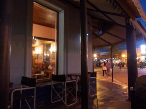 Un restaurant u otro lugar para comer en Departamento Capilla