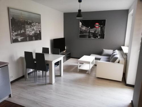 A seating area at New Port Apartament