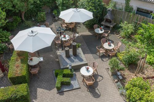 A restaurant or other place to eat at Fletcher Hotel Valkenburg