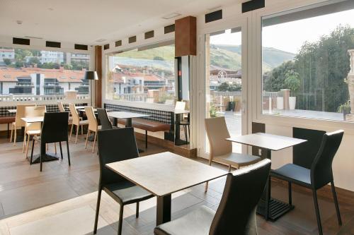 Un restaurante o sitio para comer en Hotel Flysch