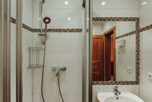 A bathroom at Pension Lehnigksberg