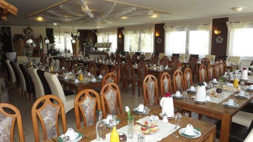 Ein Restaurant oder anderes Speiselokal in der Unterkunft Pension Il Giardino