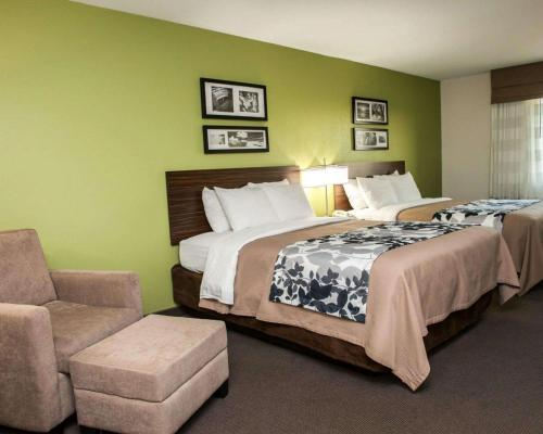 A bed or beds in a room at Sleep Inn & Suites Harrisburg – Hershey North