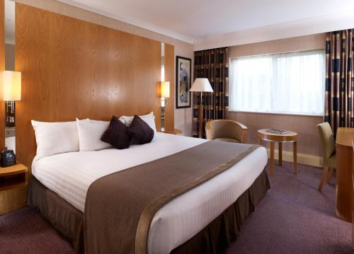 A bed or beds in a room at DoubleTree by Hilton Sheffield Park