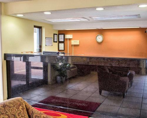 The lobby or reception area at Econo Lodge Richmond