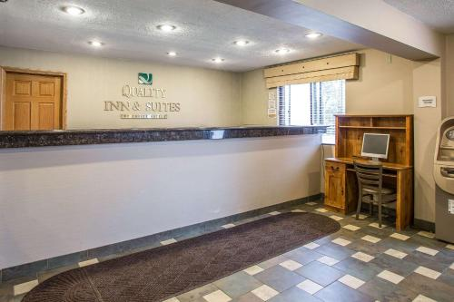 The lobby or reception area at Quality Inn & Suites Marinette