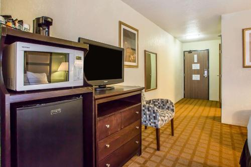 A television and/or entertainment center at Quality Inn & Suites Marinette