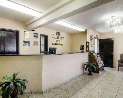 The lobby or reception area at Quality Inn I-70 at Wanamaker
