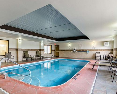 The swimming pool at or near Comfort Inn & Suites Lawrence